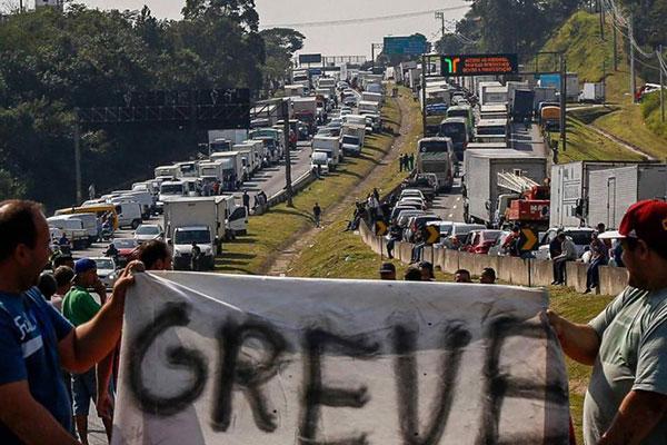 Brazil-strike-twitter-BlackRose-RosaNegra