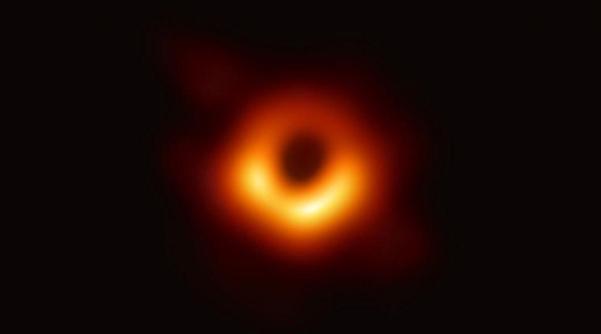 인류 최초의 블랙홀 관측 사진